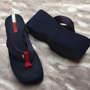 Tommy Hilfiger blue platform thong sandals  8/9